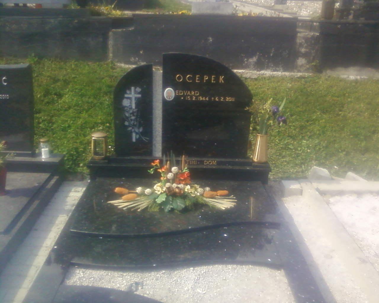 Enojni nagrobnik 1