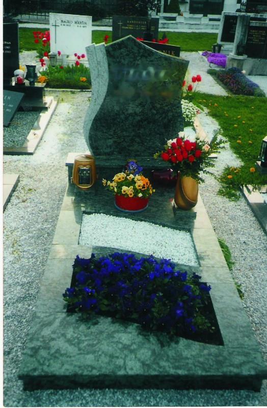 Enojni nagrobnik 10