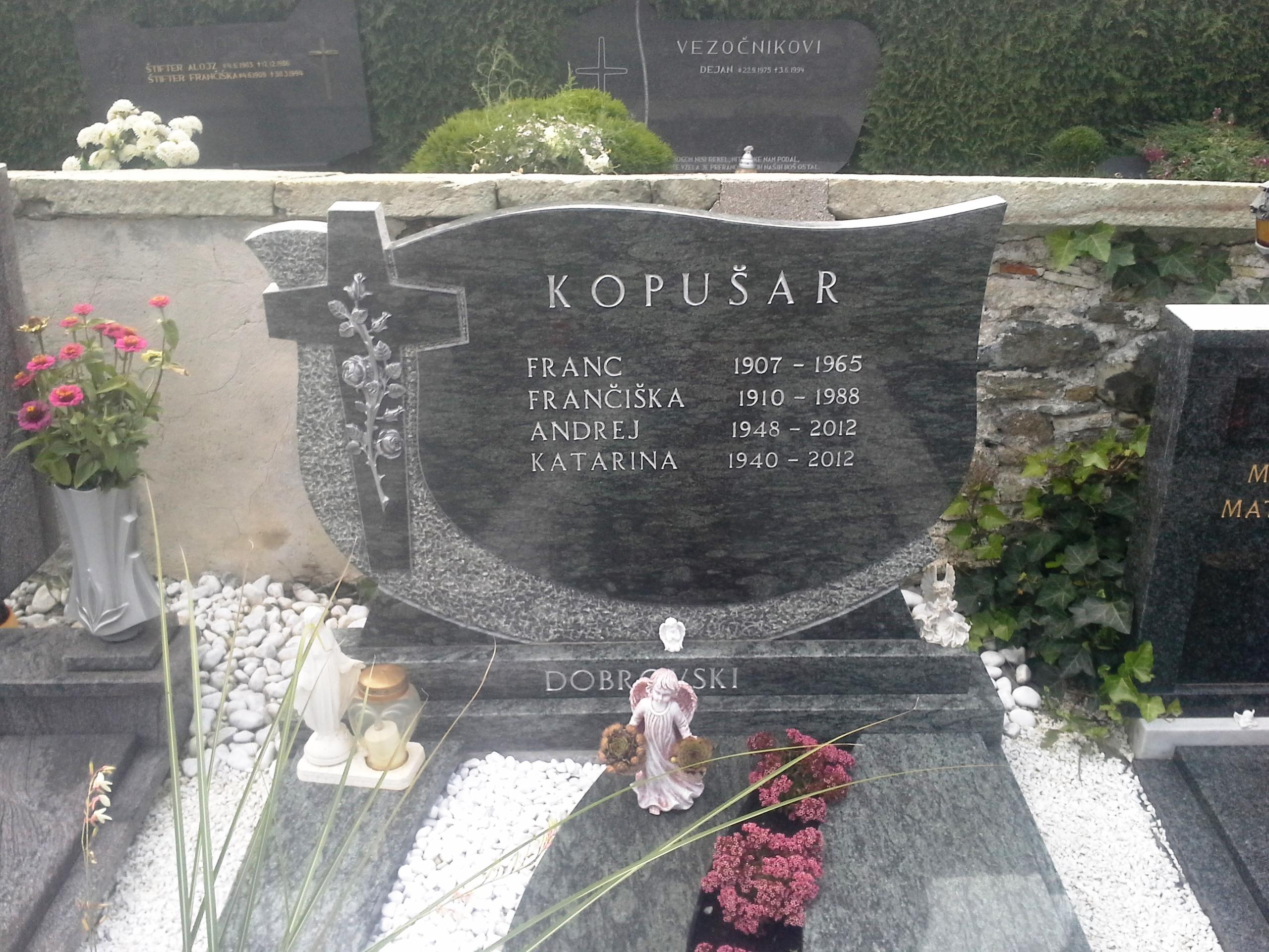 Enojni nagrobnik 5
