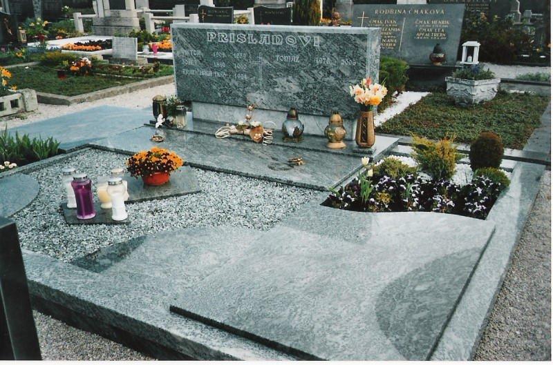 Družinski nagrobnik 1