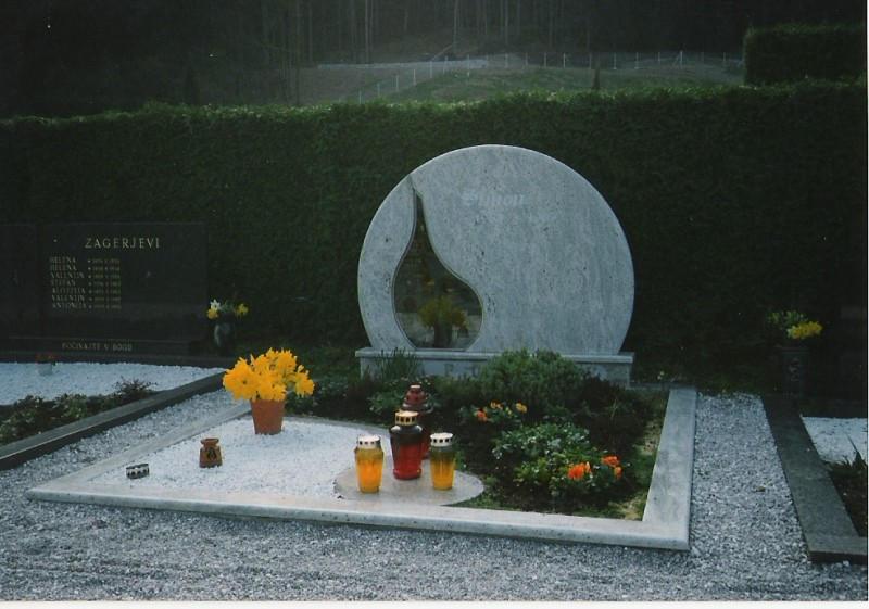 Družinski nagrobnik 2