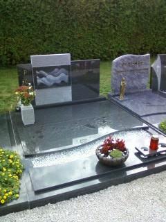 Družinski nagrobnik 21
