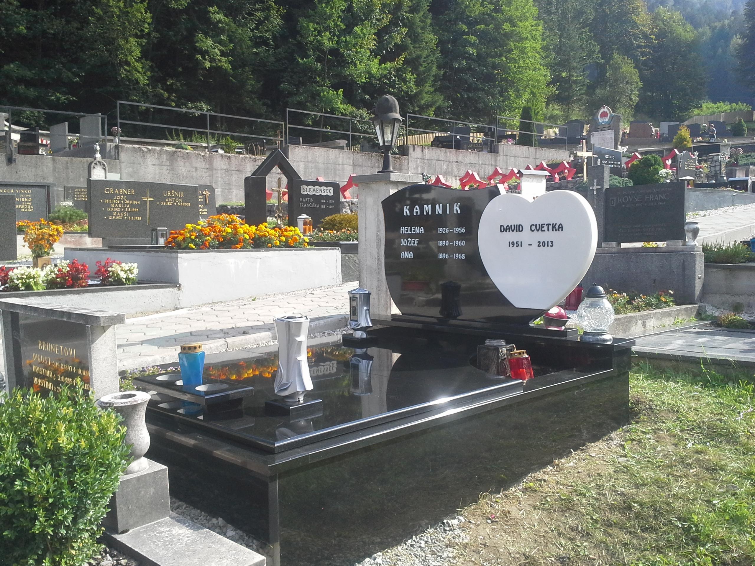 Družinski nagrobnik 3