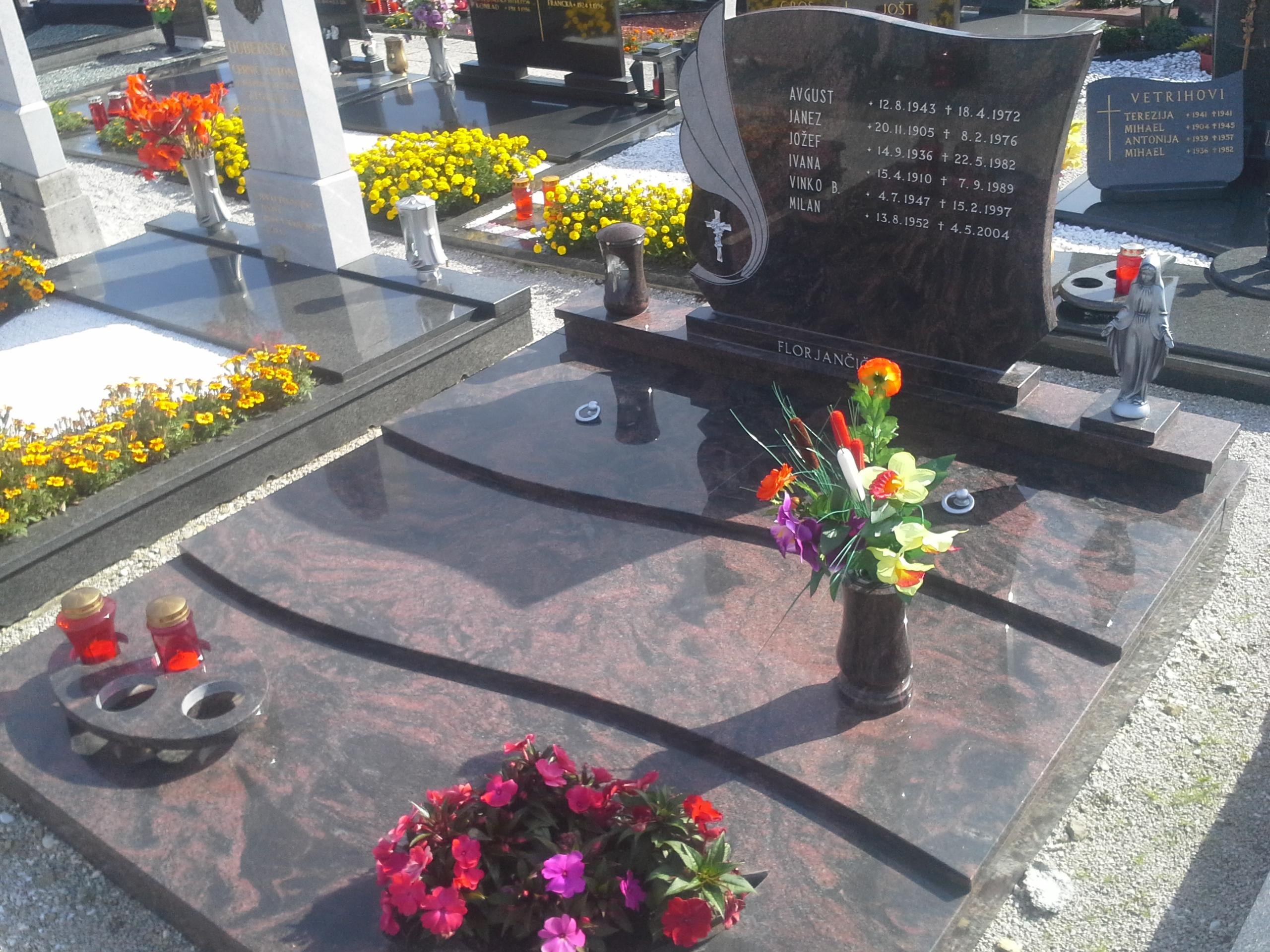 Družinski nagrobnik 6