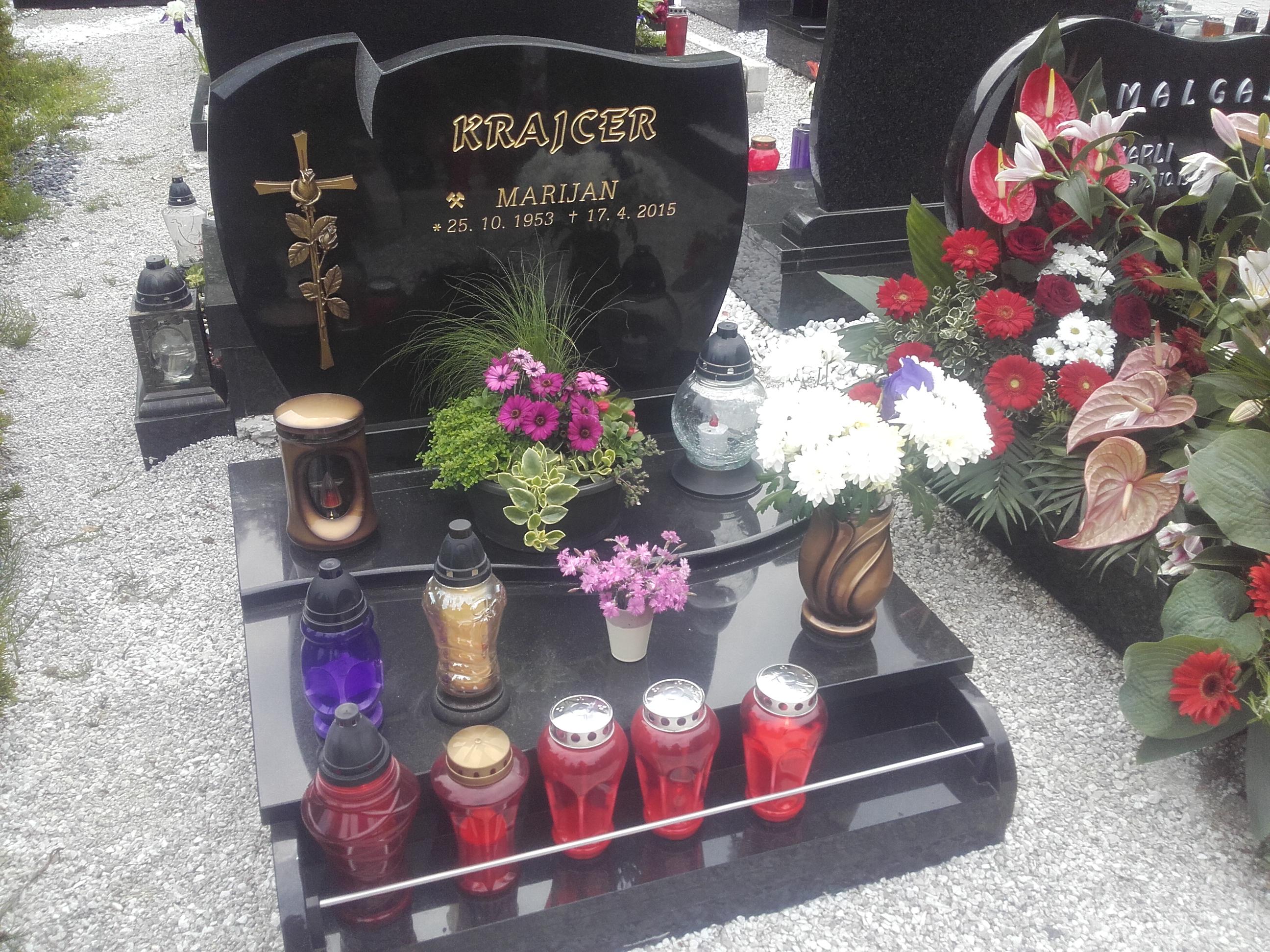 Žarni nagrobnik 1