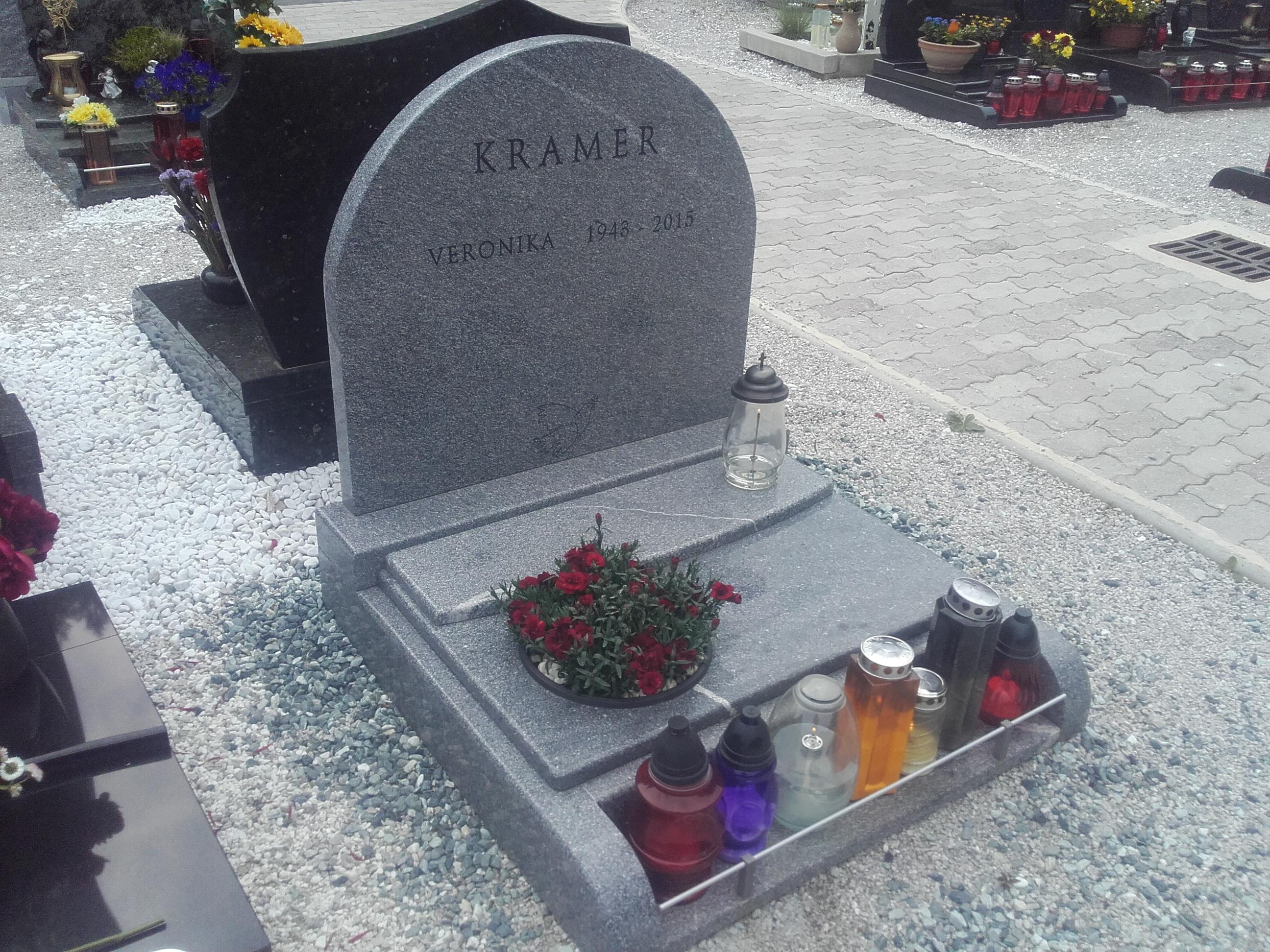 Žarni nagrobnik 12