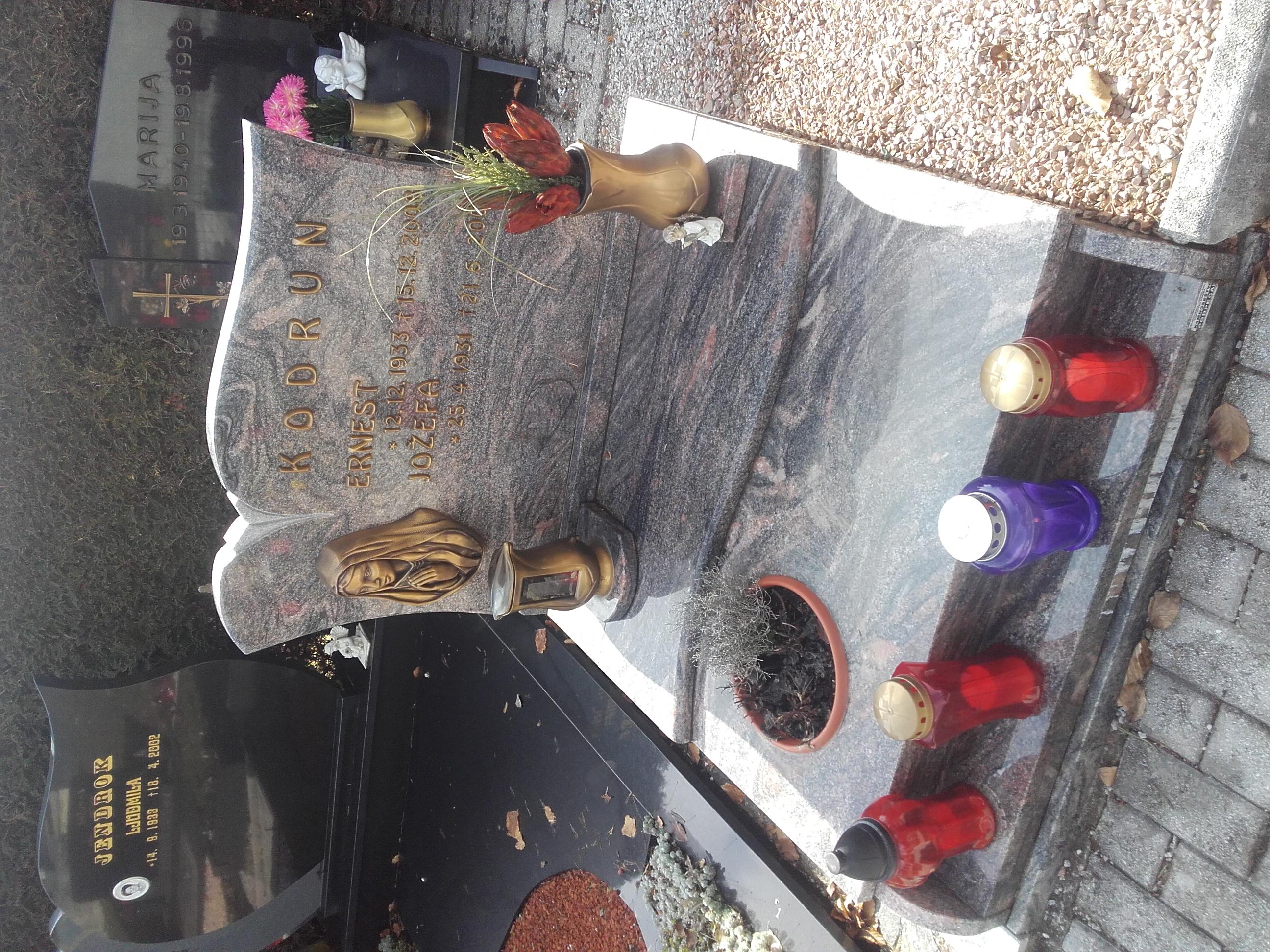 Žarni nagrobnik 19