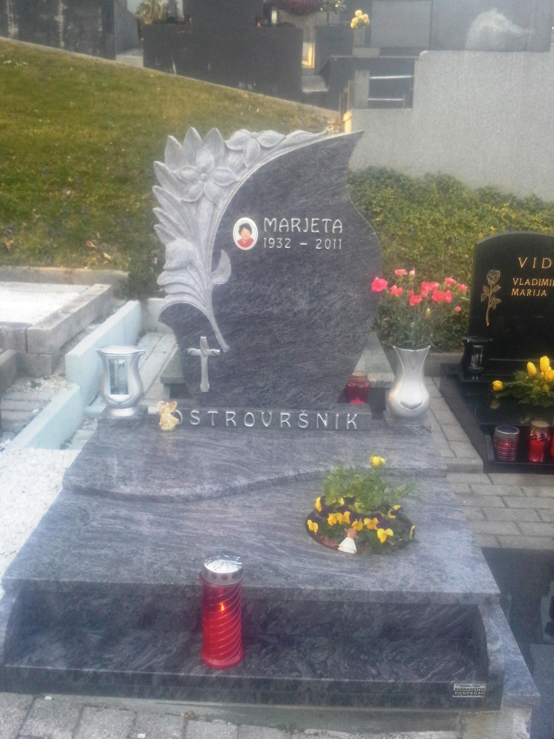 Žarni nagrobnik 21