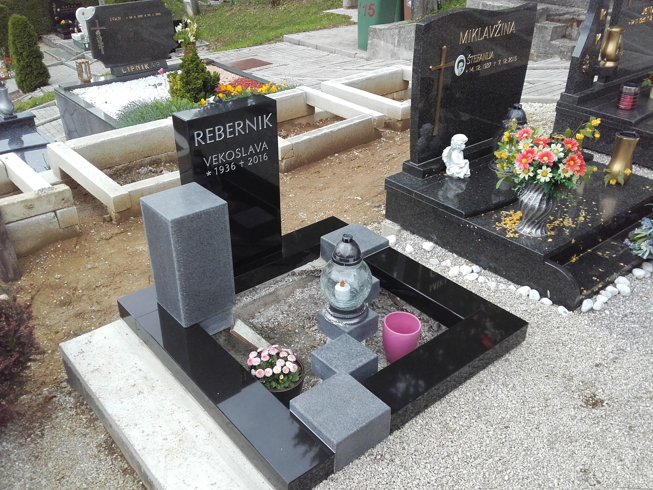 Žarni nagrobnik 8