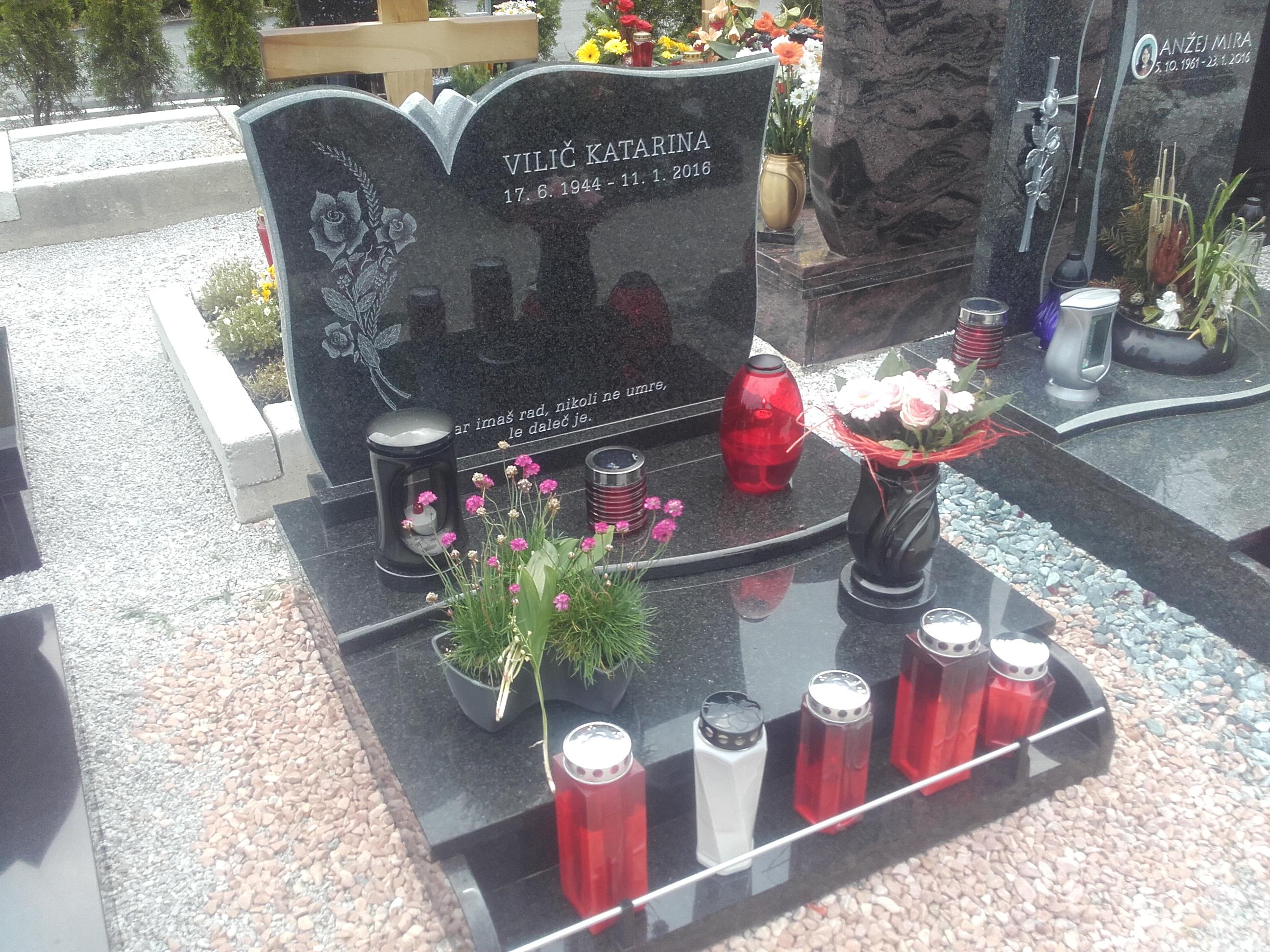 Žarni nagrobnik 9